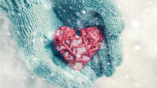A Frozne Heart In Red Valentines Day Events QHD Wallpaper