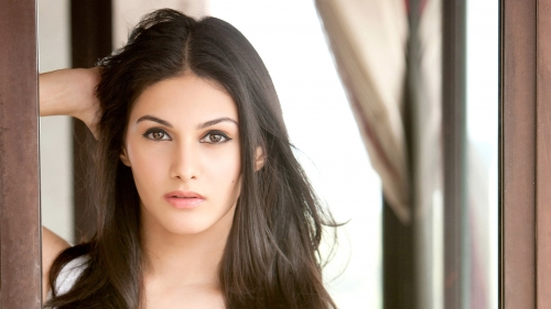 Amyra Dastur Indian Bollywood Film Actress High Quality Wallpaper