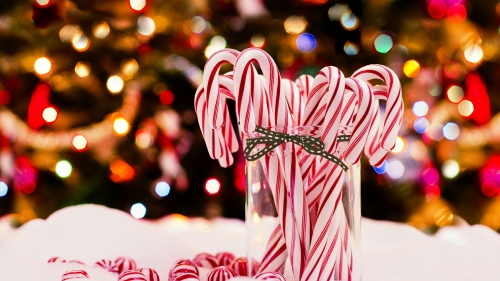 Christmas Decorations And Pack Of Candies Events QHD Wallpaper