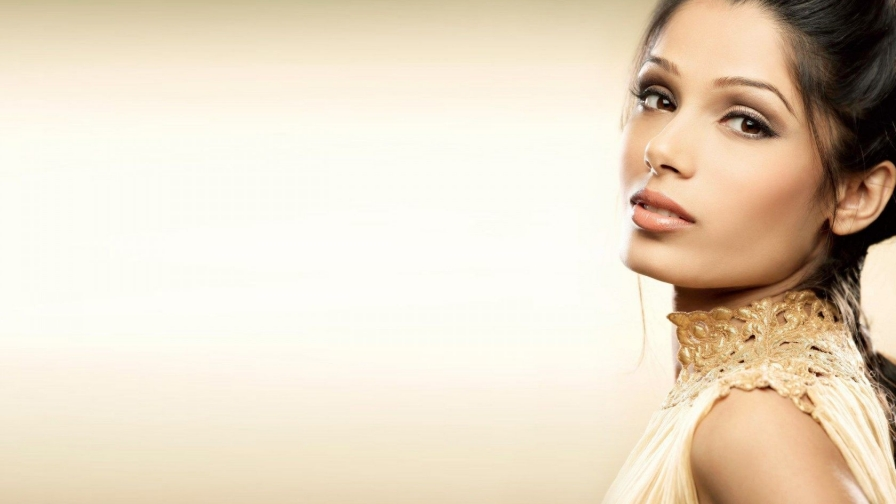 Freida Pinto Indian Bollywood Film Actress High Quality Wallpaper