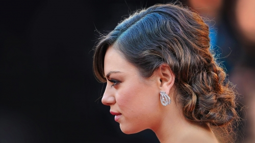 Mila Kunis Side Pose Portrait HD Wallpaper