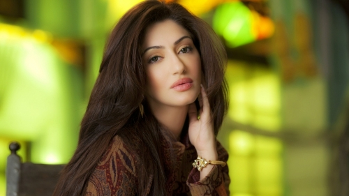 Reyhna Malhotra Indian Bollywood Film Actress High Quality Wallpaper