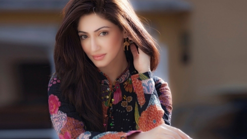 Reyhna Malhotra  Indian Film Actress HD Wallpaper