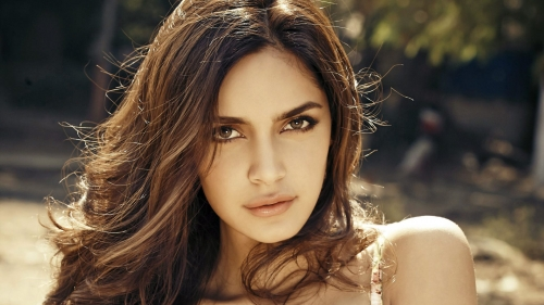 Shazahn Pdamsee Indian Bollywood Film Actress High Quality Wallpaper 2