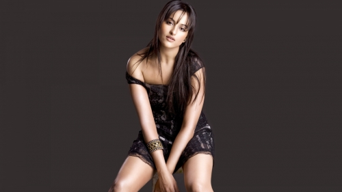 Sonakshi Sinha Indian Bollywood Film Actress High Quality Wallpaper 2