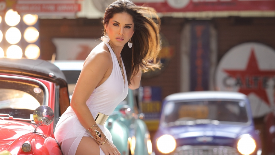 Sunny Leone Indian Bollywood Film Actress High Quality Wallpaper 3