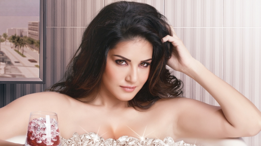 Sunny Leone Indian Bollywood Film Actress High Quality Wallpaper 7