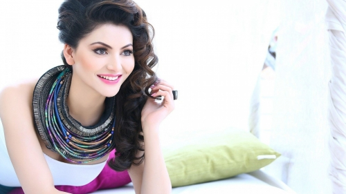 Urvashi Rautela Indian Bollywood Film Actress High Quality Wallpaper 4