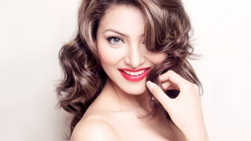 Urvashi Rautela Indian Bollywood Film Actress High Quality Wallpaper